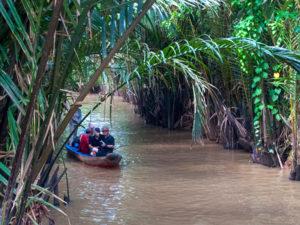 メコン川を進むボート