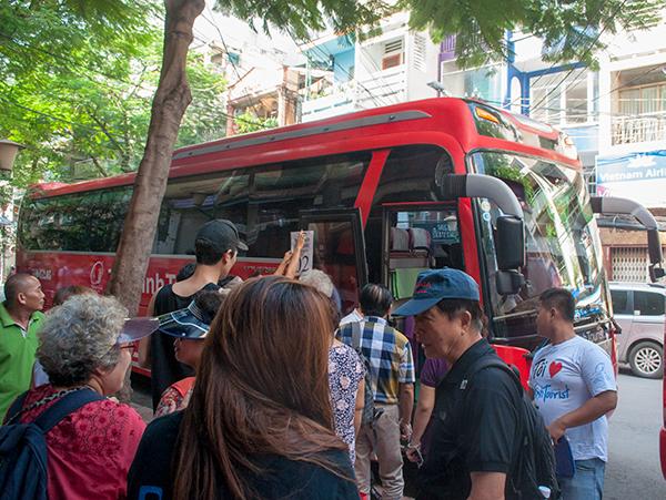メコンデルタ行きバス