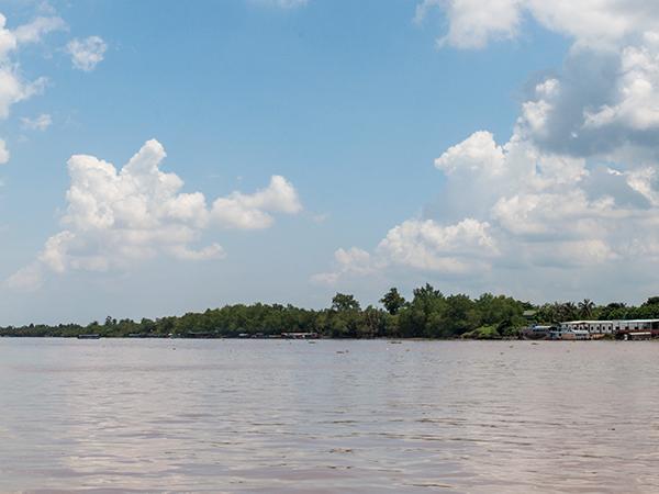 ボートから見たメコン川