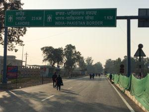 パキスタン国境へ続く道