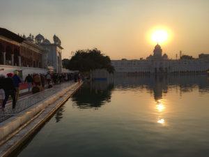夕暮れの黄金寺院