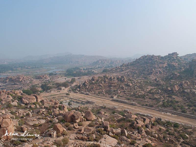 巨大岩石群