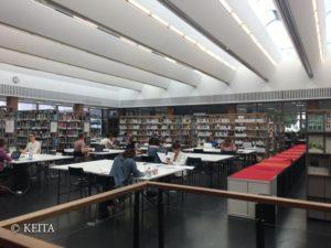 図書館の内部