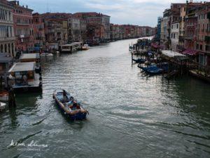 リアルト橋からみる朝のベネチア