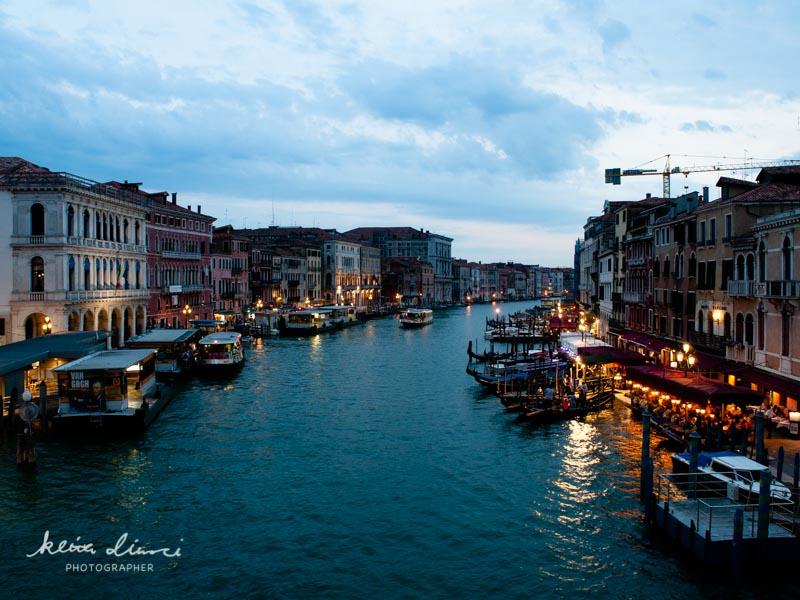 リアルト橋からみる夜のベネチア