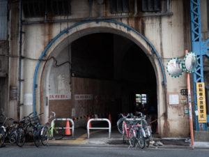 駅への入り口
