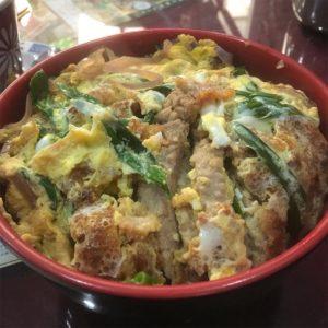 カトマンズの日本食レストランのカツ丼